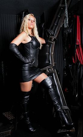 sexy meesteres slaaf gezocht
