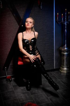 naakte meiden nl meesteres zoekt slaaf